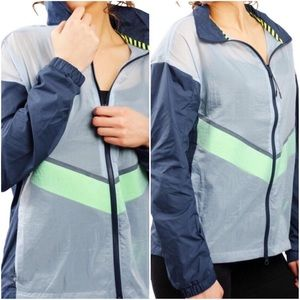 🚚NWT NIKE Women's Running Wind Jacket